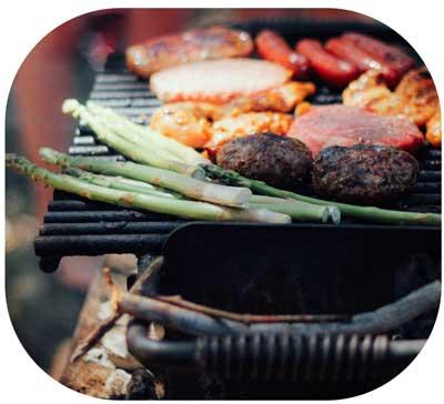 Grill mit Gemüse und Fleisch